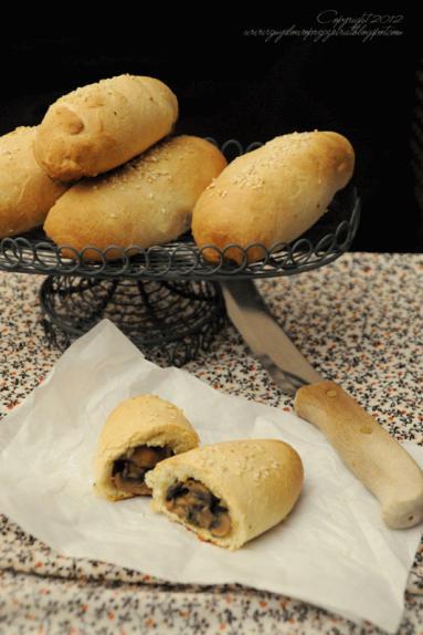 Zdjęcie - Chrupiące bułeczki z pieczarkami. - Przepisy kulinarne ze zdjęciami