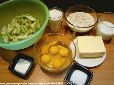 Zdjęcie - RABARBAROWE CIASTO Z MAŚLANKĄ - Przepisy kulinarne ze zdjęciami