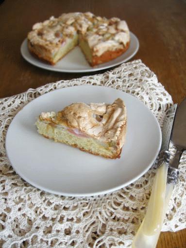 Zdjęcie - ciasto z rabarbarową bezą - Przepisy kulinarne ze zdjęciami