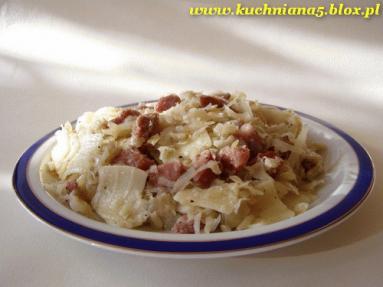 Zdjęcie - Łazanki z kapustą i kiełbasą  - Przepisy kulinarne ze zdjęciami
