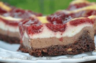 Zdjęcie - Sernikobrownie z musem truskawkowym  - Przepisy kulinarne ze zdjęciami
