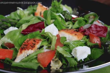 Zdjęcie - Sałatka ze szparagami - Przepisy kulinarne ze zdjęciami