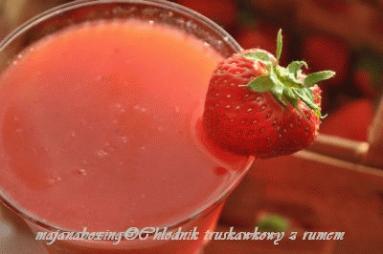Zdjęcie - Chłodnik truskawkowy z rumem  - Przepisy kulinarne ze zdjęciami