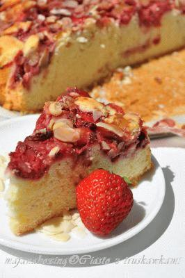 Zdjęcie - Ciasto z truskawkami  - Przepisy kulinarne ze zdjęciami