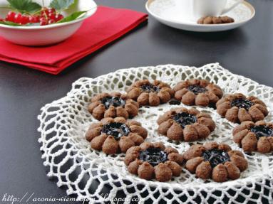 Zdjęcie - Ciasteczka kakaowe z dżemem porzeczkowym - Przepisy kulinarne ze zdjęciami
