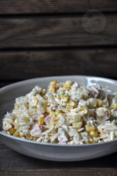 Salatka Z Makaronem Ananasem I Wedzonym Kurczakiem