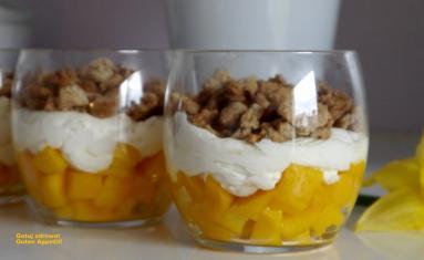 Przepis Deser Z Mango I Domowa Kruszonka Proste Przepisy