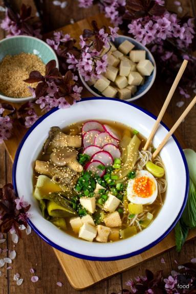 Zdjęcie - Miso ramen z boczniakami i wędzonym tofu - Przepisy kulinarne ze zdjęciami