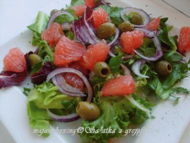 Zdjęcie - Sałatka z różowym grejpfrutem  - Przepisy kulinarne ze zdjęciami