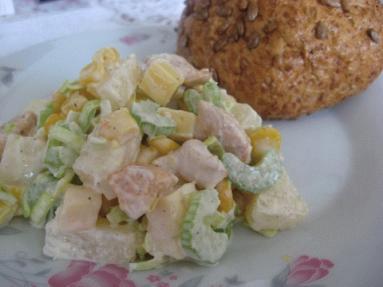 Przepis Salatka Z Kurczakiem Selerem Naciowym I Ananasem Proste