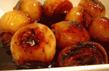 Zdjęcie - Cebula duszona w winie  - Przepisy kulinarne ze zdjęciami