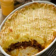 Zapiekanka wiejska (cottage pie)